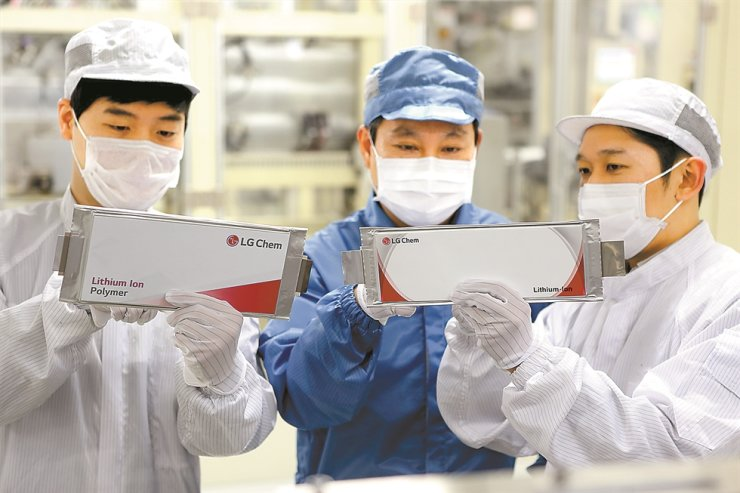 LG Chem employees look at battery cells produced at the company's plant in Ochang, North Chungcheong Province in this file photo. / Courtesy of LG Chem