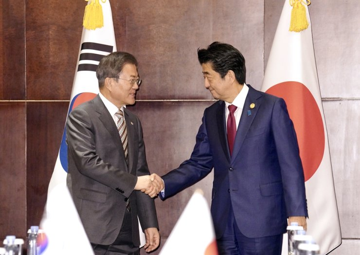 President Moon Jae-in shakes hands with Japanese Prime Minister Shinzo Abe during a meeting in Chengdu, China, Dec. 24, 2019, which was their first official meeting in 15 months. / Yonhap