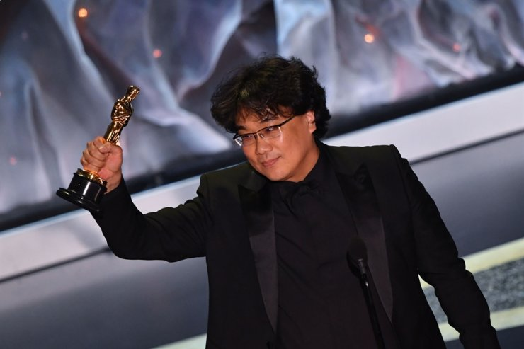 Director Bong Joon-ho accepts the award for Best International Feature Film for 'Parasite' during the 92nd Academy Awards at the Dolby Theatre in Hollywood, Calif., Feb. 9. The film won four Oscars. AFP-Yonhap