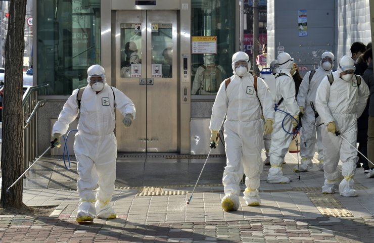 The municipal health authorities conduct quarantine measures at Shincheonji Church of Jejus in the Namgu district of Daegu Wednesday after a 61-year-old churchgoer was confirmed to have been infected with the coronavirus and considered a 'super spreader'. Dozens of other confirmed cases have since been reported in Daegu and the neighboring North Gyeongsang Province. / Yonhap