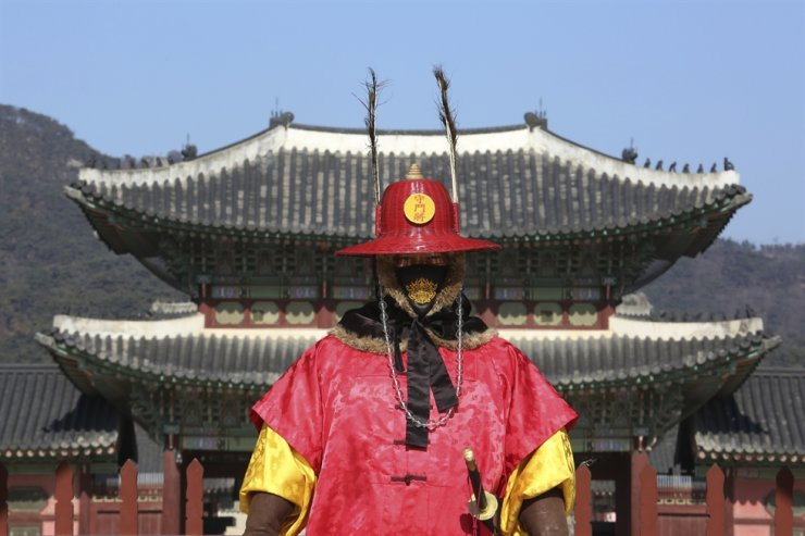An Imperial guard wearing a face mask stands outside Gyeongbok Palace, the main royal palace during the Joseon Dynasty, in Seoul, Monday, Feb. 3, 2020. A viral outbreak that began in China has infected more than 20,000 people globally. Korea has 16 cases. AP