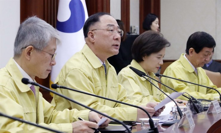 Finance Minister Hong Nam-ki, center, speaks during a ministerial meeting at Seoul Government Complex in Jongno District, Wednesday, regarding the novel coronavirus spread in Korea. Yonhap