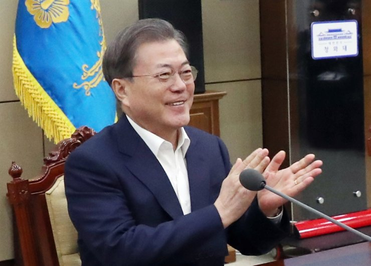 President Moon Jae-in applauds at the news of Bong winning at the Academy Awards. Yonhap