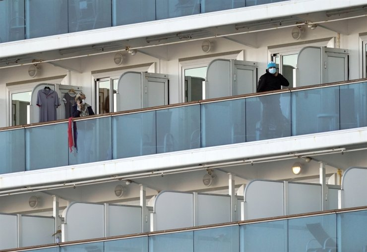 Passengers of the Diamond Princess cruise ship stand on their cabins' balconies at the Daikoku Pier Cruise Terminal in Yokohama, south of Tokyo, Japan, Feb. 13, 2020. EPA-Yonhap