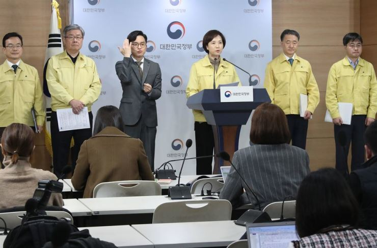 Education Minster Yoo Eun-hae, fourth from left, announces measures concerning Chinese students who have yet to come to Korea for the new semester during a press briefing at the Government Complex Seoul, Sunday. Yonhap