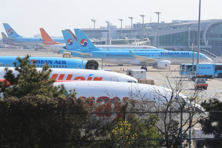Airplanes are parked at Jeju International Airport on Jeju Island, March 24. A woman, 19, a Seoul resident, was confirmed to have COVID-19 after traveling around the island for five days. Yonhap