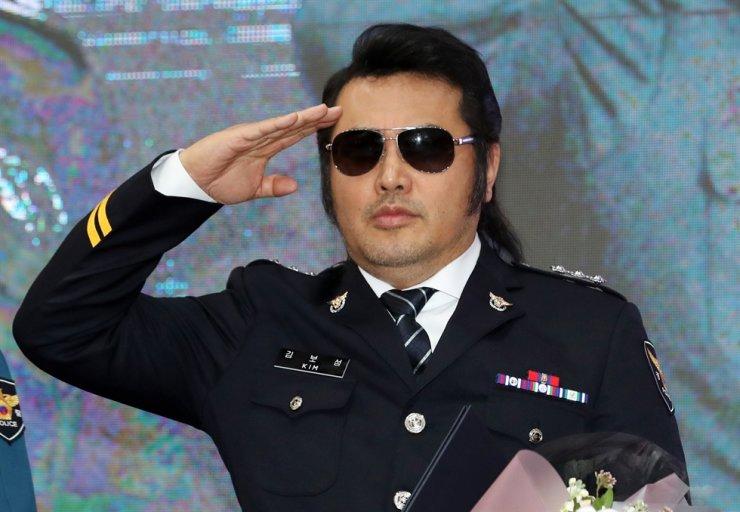Seoul Metropolitan Police Agency named Kim Bo-sung an honorary officer in October 2019. Korea Times file