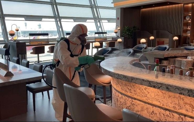 Singapore Airlines introduces a new type of antimicrobial coating service to the SilverKris Lounge at Incheon International Airport as part of its efforts to control COVID-19 infections. / Courtesy of Singapore Airlines