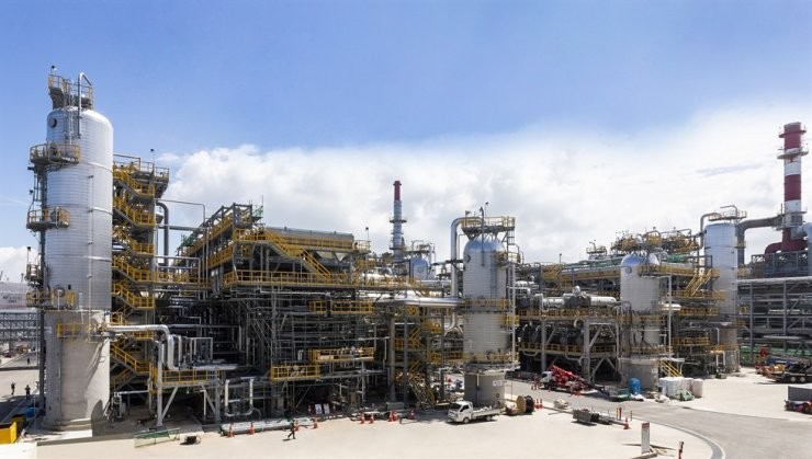Seen is Hyundai Oilbank's very low sulfur fuel oil facility in Seosan, South Chungcheong Province. The company recently announced it will cut 20 percent of salaries of their executives to find a breakthrough in its business slump caused by the coronavirus outbreak. / Courtesy of Hyundai Oilbank