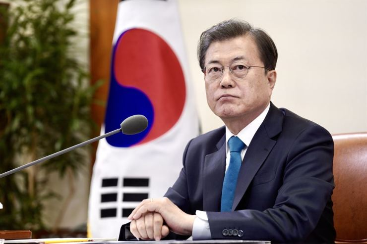 President Moon Jae-in gets ready for the G20 virtual summit at Cheong Wa Dae, March 26. Yonhap