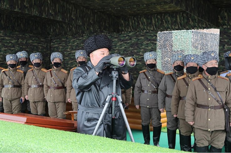 North Korean leader Kim Jong-un watches a joint strike exercise by North Korean People's Army (KPA) units stationed on the country's eastern front, Friday, in this photo released by the state-run Korean Central News Agency (KCNA) the following day. Three days after the drill, the North fired two projectiles thought to be short-range ballistic missiles into the East Sea from around Wonsan, South Korea's Joint Chiefs of Staff said Monday. Yonhap