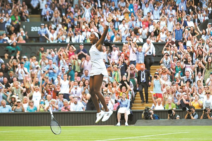 United States' Cori 'Coco' Gauff celebrates after beating Slovenia's Polona Hercog in a women's singles match during day five of the Wimbledon Tennis Championships in London, July 5, 2019. The All England Club says it plans to make a decision next week whether to postpone or cancel Wimbledon because of the coronavirus pandemic. / AP-Yonhap