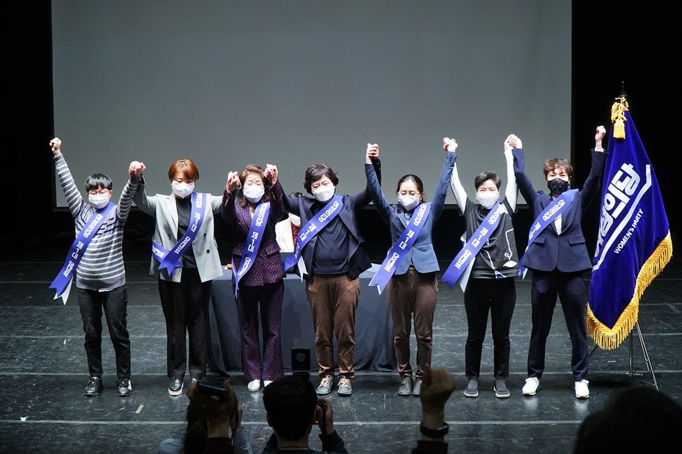 Members of the Women's Party pose during the party's inauguration ceremony held at a theater inside the Seoul Arts College complex in Gangnam-gu, Seoul, March 8, the 112th International Women's Day. Courtesy of O Yu-jin
