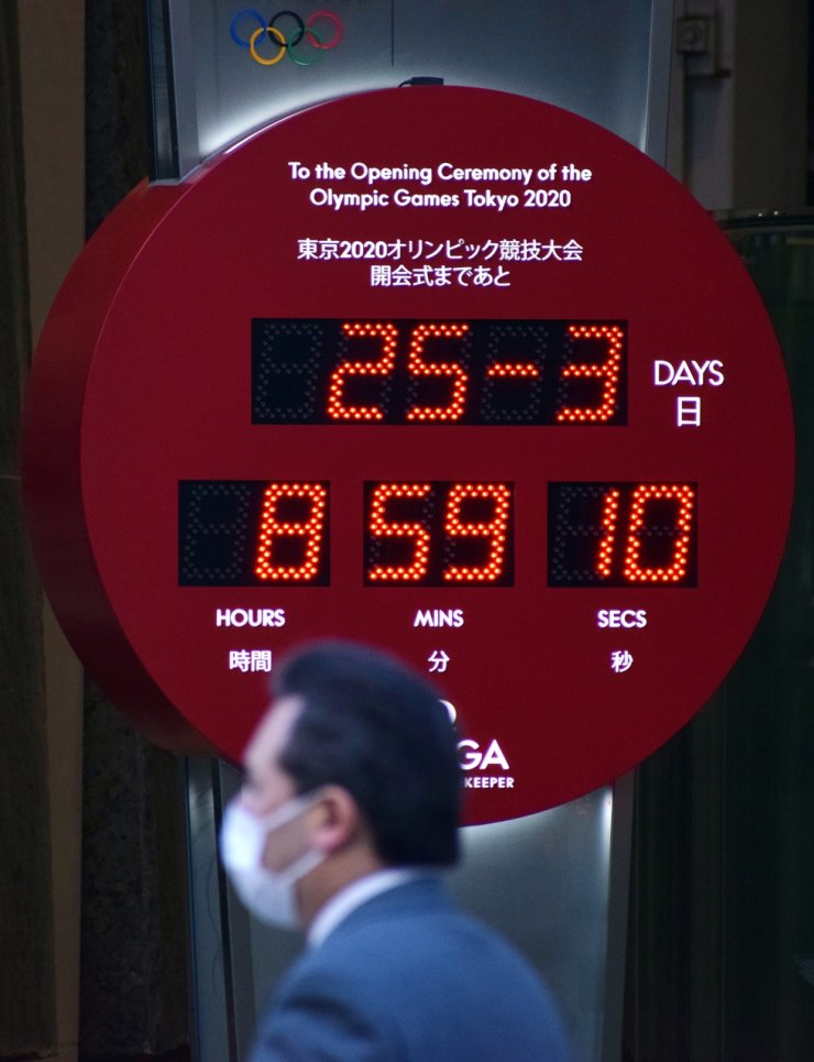 An Olympic Games countdown clock in Tokyo, Japan, no longer shows the days left until the opening ceremony of the Tokyo 2020 Olympic Games, Wednesday, after the sporting event was postponed amid the ongoing coronavirus pandemic. Japanese Prime Minister Shinzo Abe and International Olympic Committee President Thomas Bach agreed Tuesday to postpone the Tokyo 2020 Olympics until 2021 due to the coronavirus pandemic. / EPA-Yonhap