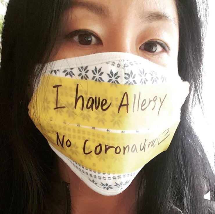 Former Korean singer Lee Ji-yeon, now living in the United States, wears a mask to protest discrimination against Asians following the coronavirus epidemic outbreak. The disease originated in Wuhan, China, but is spreading throughout the world, causing acts of racism against Asians in western countries. Now Europe is under siege and the U.S. has slammed its doors on Europeans for fear of contagion. Dr. Hakim Djaballah, a virology expert, tells The Korea Times that up to 20 percent of the global population may be infected in a worst case scenario. From Lee's Instagram account