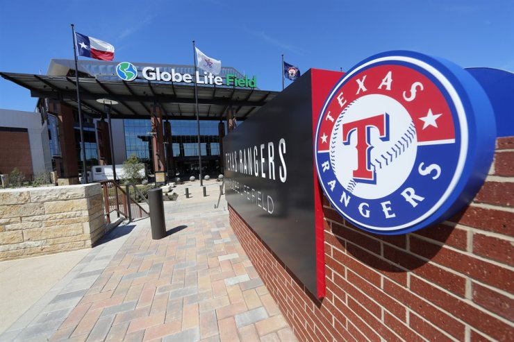 The South East entrance to the newly constructed home of the Texas Rangers baseball club, Globe Life Field, sits empty of any pedestrian traffic in Arlington, Texas, Wednesday. Instead of MLB's opening day, ballparks are empty with the start of the season on hold because of the coronavirus pandemic. / AP-Yonhap