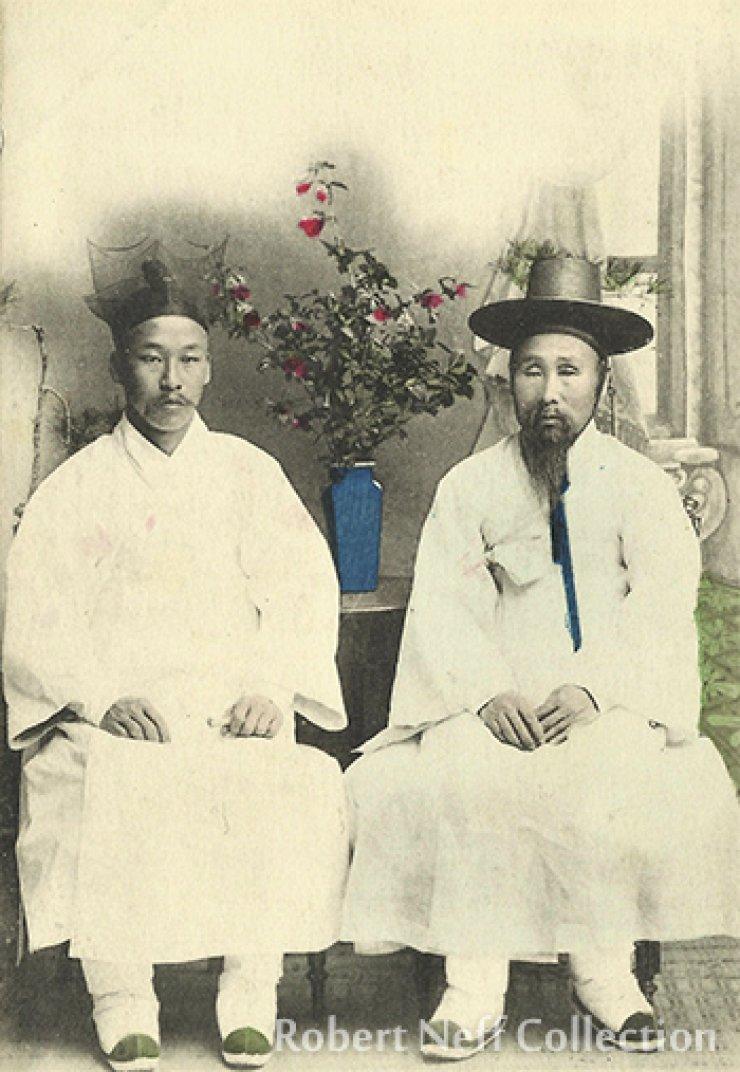A Korean aristocrat and his son, circa 1900s. Robert Neff Collection