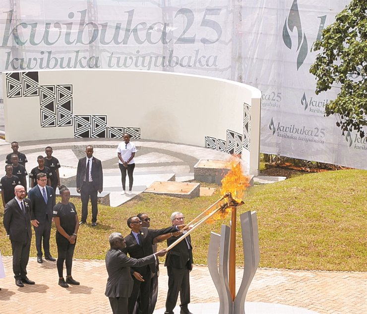 Figure Rwandan President Paul Kagame, second from left in the front group, first lady Jeannette Kagame, third from left, African Union President Commission Moussa Faki Mahamat, left, and European Union Commission President Jean-Claude Juncker light the flame of hope on April 7, 2019, the first day of the commemoration week of the 25th anniversary of the 1994 Genocide against the Tutsi, in Rwanda's capital, Kigali. / Embassy of Rwanda