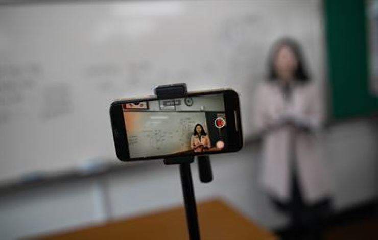 A teacher gives a lecture during an online class at Seoul Girls' High School in Seoul, April 9. /Korea Times photo by Seo Jae-hoon