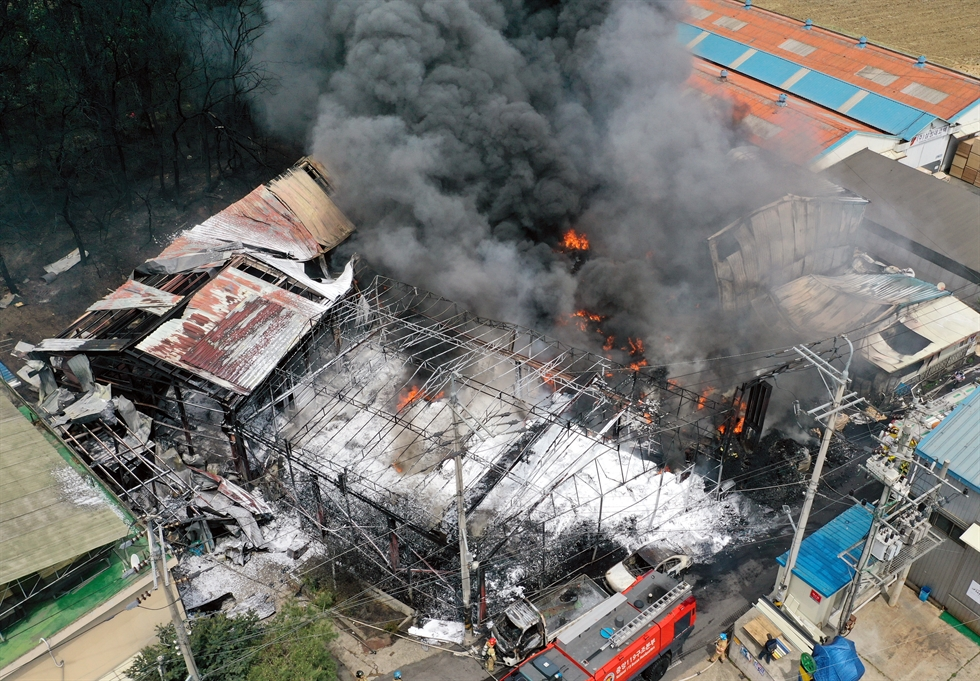 Firefighters extinguish the blaze at the recycling facility in Gimpo, Gyeonggi Province, Thursday. About 90 firefighters were deployed to put out the fire that occurred about 9:10 a.m. and injured one person. Yonhap