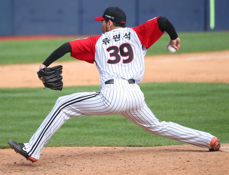 LG Twins righty Ryu Won-seok delivers a pitch during the Korea Baseball Organization game against Kiwoom Heroes in the ninth inning at the Jamsil Stadium in Seoul, Sunday. / Yonhap