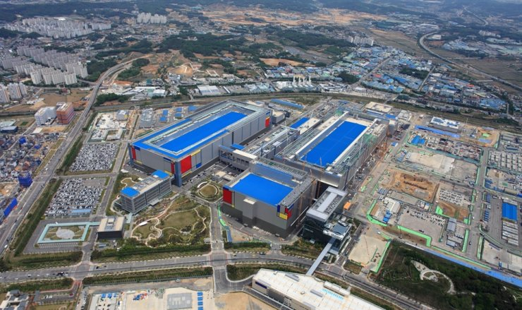 A bird's-eye view of Samsung Electronics' semiconductor-manufacturing plant in Pyeongtaek, Gyeonggi Province / Courtesy of Samsung Electronics