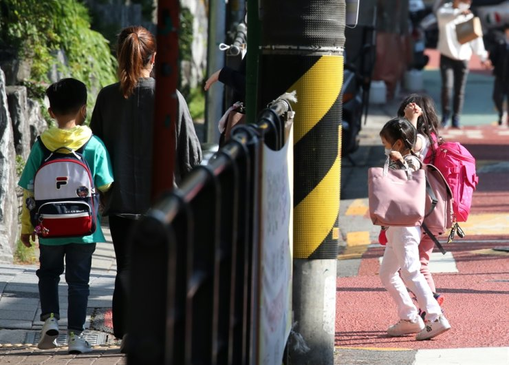 More than 2 million additional South Korean students will return to school Wednesday as parents worry about a recent rise in local transmissions of the new coronavirus from a club cluster infection and unknown sources. Yonhap
