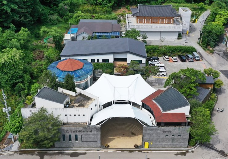 Seen is the House of Sharing located in Gwangju, Gyeonggi Province, where five surviving victims of Japan's wartime sex slavery are residing. The facility is facing accusations of embezzlement of public donations. / Yonhap