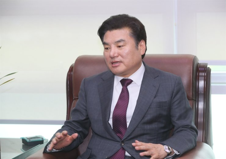 Rep. Won Yoo-chul, leader of the Future Korea Party (FKP), announces that the party will complete a merger with its