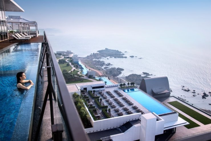 Hilton Busan / Courtesy of Agoda
