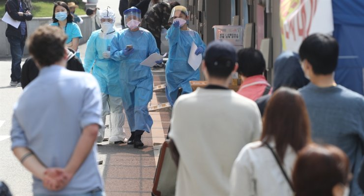 South Korea's coronavirus containment capability is again put to the test after successfully controlling new infections for weeks, as the country braces for a steady rise in new cases linked to clubs and bars in Seoul. Yonhap