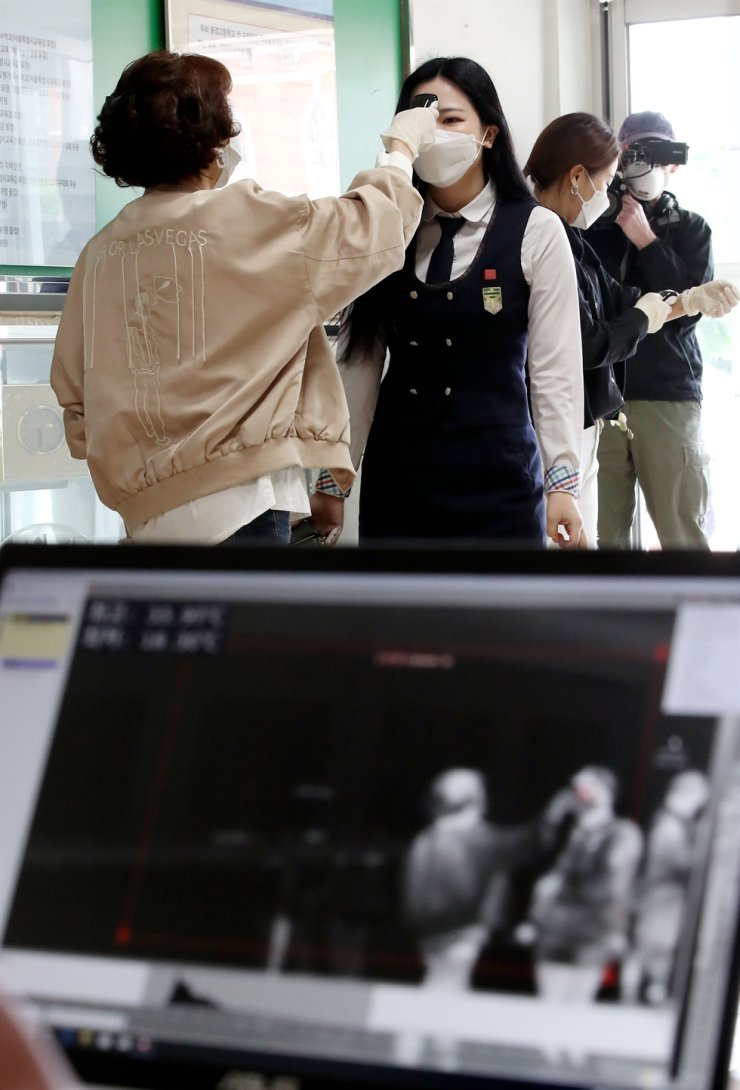 A body temperature monitoring device is also in place as part of preventive measures. Korea Times photo by Shim Hyun-chul