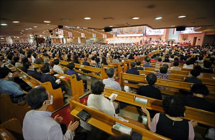 Christians wearing masks attend a service at the Yoido Full Gospel Church in Seoul, Sunday, May 31, 2020. No case of COVID-19 has been reported from the church since the beginning of the coronavirus pandemic. Churches and schools are cautiously reopening as the government is relaxing social distancing despite clusters of infections from dance clubs and delivery service centers. Yonhap