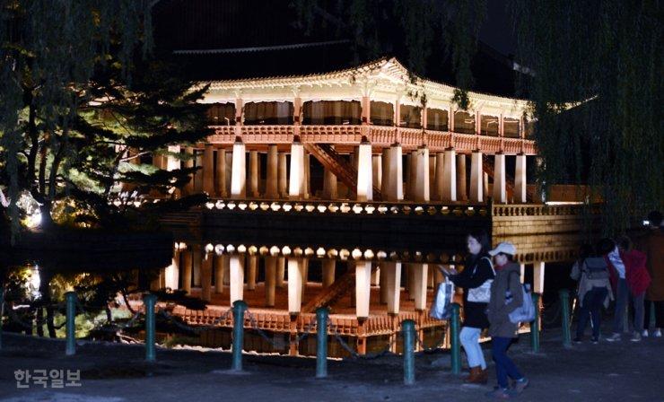 Gyeongbok Palace at night / Korea Times file