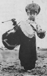 Five-year-old Kim Duk-soo poses during a show by a namsadang troupe in this undated photo. Courtesy of SamulNori Hanullim