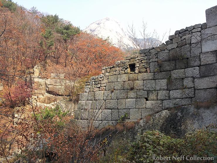 Daesomun (Great West Gate) of the past. Courtesy of Hyunuk Park