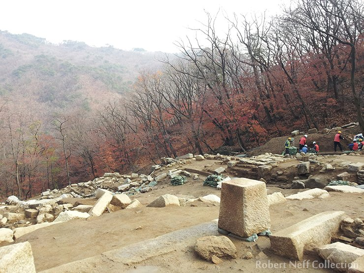 Excavation on the steep slope where the palace once stood. November 2014. Robert Neff Collection