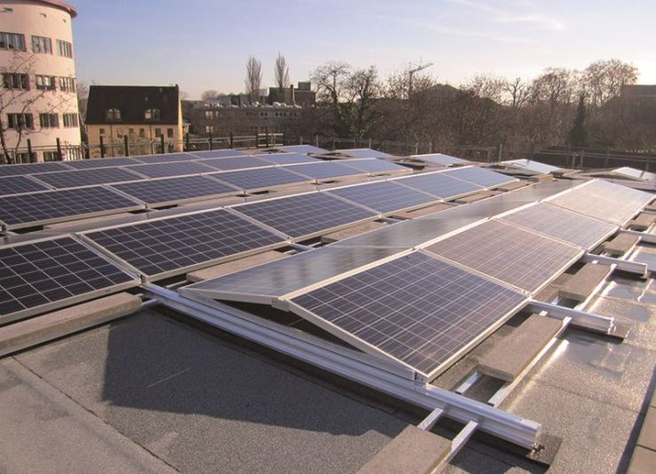 Hanwha-developed solar panels installed in the heart of Frankfurt, Germany / Courtesy of Hanwha Solutions
