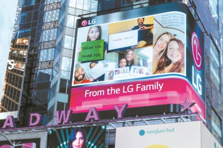 LG Electronics North America executives and employees send out a message of thanks to their co-workers and volunteers for their COVID-19 pandemic response on the company's electronic billboard at Times Square in New York City. The special message has been running since June 4. / Courtesy of LG Electronics