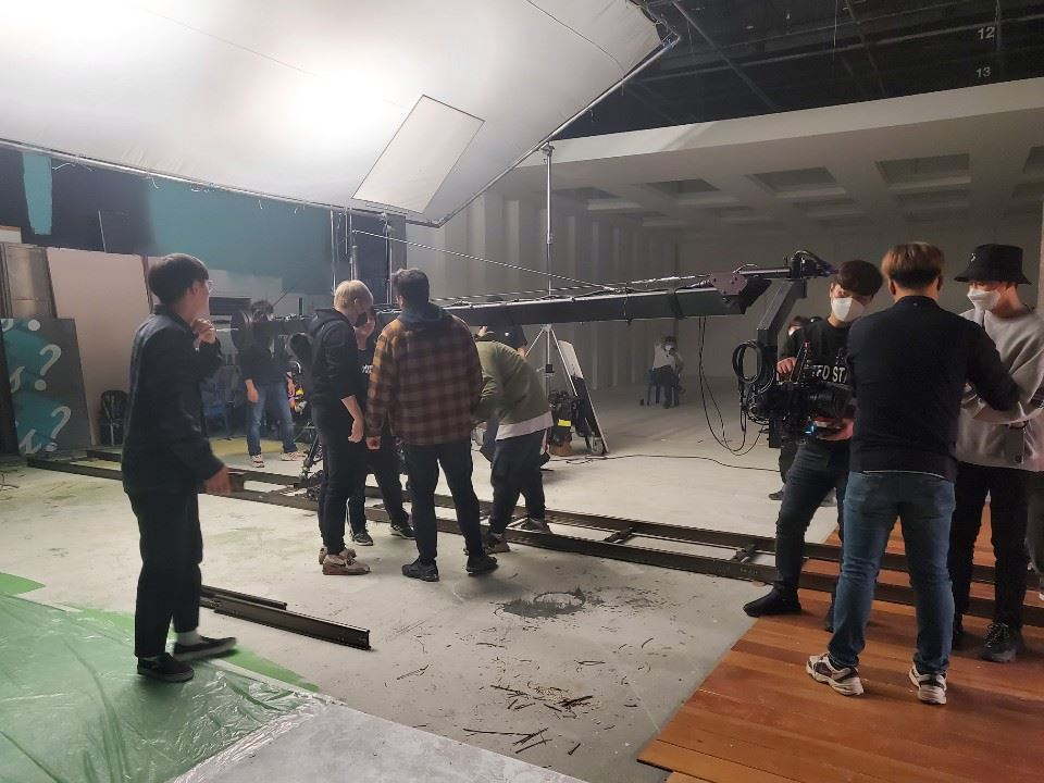 K-pop music video production company Zanybros' director Hong Won-ki, left, and CEO Kim Jun-hong speak during an interview with The Korea Times in Gangnam-gu, Seoul, on May 12. Korea Times photo by Kim Kang-min
