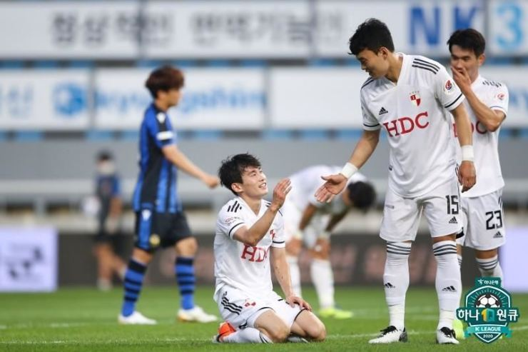 Busan IPark fullback Kim Moon-hwan, center, celebrates with his teammates after scoring a game-sealing goal during the K League 1 eighth round match against Incheon FC at the Incheon Football Stadium, Sunday. / Yonhap