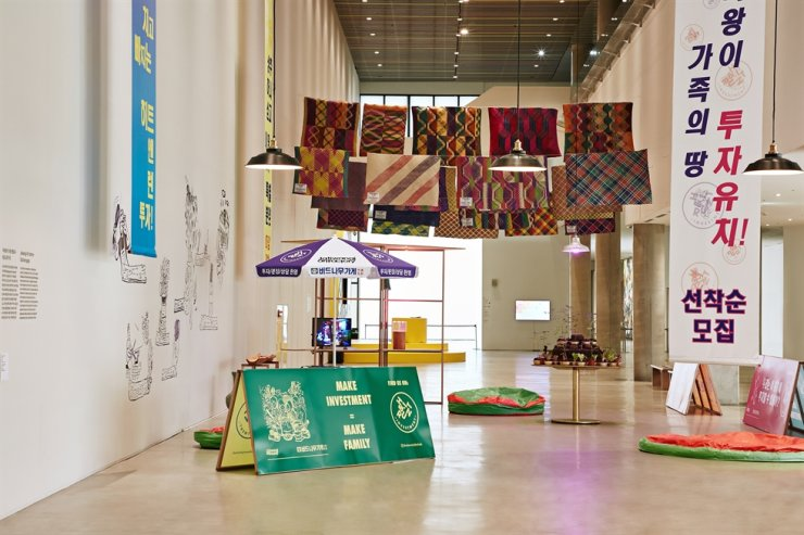 Installation view of 'On the Way to Investment,' a collaboration between Indonesia's Jatiwangi Art Factory and Korea's Budnamugage, at the 2020 MMCA Asia Project 'Looking for Another Family' exhibition / Courtesy of MMCA