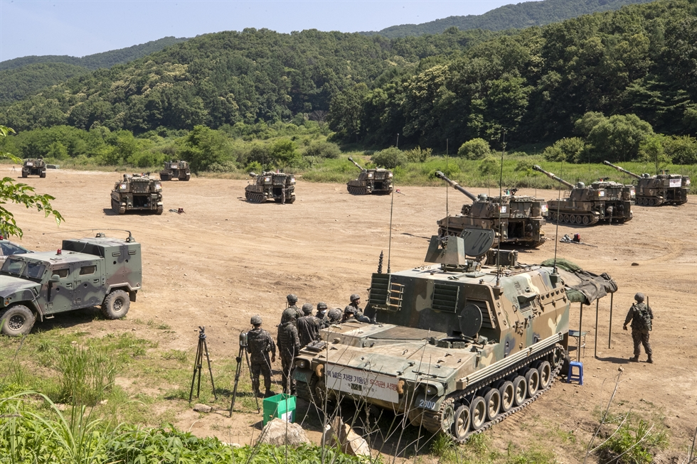 South Korean military forces conduct self-propelled artillery drills in Paju, South Korea, near the North Korean border, Monday. Tensions are rising in border areas after North Korea destroyed an inter-Korean liaison office at the Gaeseong Industrial Complex last week in anger after South Korean civic groups sent anti-regime leaflets into the North. Yonhap