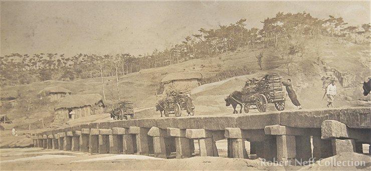 Traffic on a stone bridge ― possibly Salgoji ― circa 1912. Robert Neff Collection