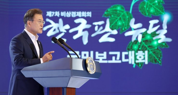 President Moon Jae-in speaks during an event at Cheong Wa Dae, Tuesday, to introduce his Korean New Deal initiative for economic growth. Yonhap