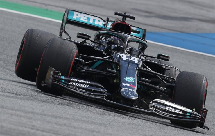 Mercedes driver Lewis Hamilton of Britain steers his car during the Styrian Formula One Grand Prix at the Red Bull Ring racetrack in Spielberg, Austria, Sunday. / AP-Yonhap