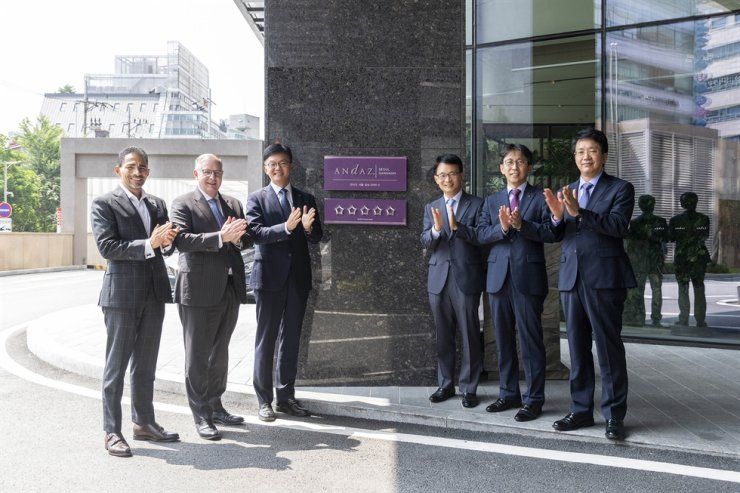 Andaz Seoul Gangnam General Manager Juan Mercadante, left, and Hyatt Area Vice President Adrian Slater, second from left, applaud with other officials including Hotel HDC CEO Kim Dae-joong, third from left, during a sign hanging ceremony held July 17 to celebrate it receiving five stars in a hotel rating review conducted by the Ministry of Culture, Sports and Tourism and the Korea Tourism Organization. / Courtesy of Andaz Seoul Gangnam