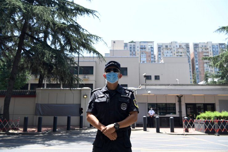 A police stand guard in front of the U.S. Consulate in Chengdu, southwestern China's Sichuan province on July 27, 2020. AFP