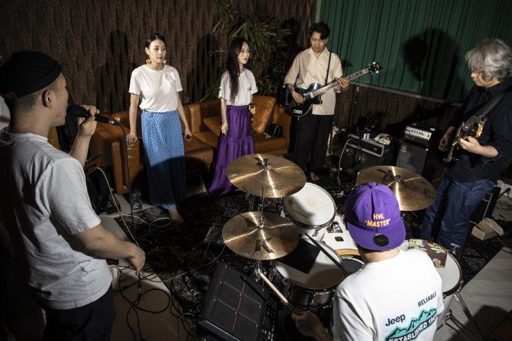 Alternative pop band Leenalchi rehearses at the band's studio in Paju, Gyeonggi Province, Thursday. Korea Times photo by Choi Won-suk