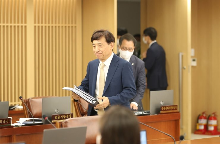 Bank of Korea Governor Lee Ju-yeol attends the bank's monetary policy meeting held in the bank's headquarters, downtown Seoul, Thursday. Yonhap